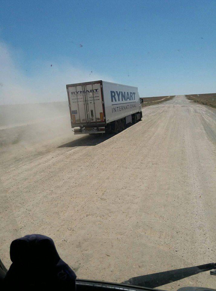 26-7-2017-Desert-road-in-bergen-in-Oezbekistan