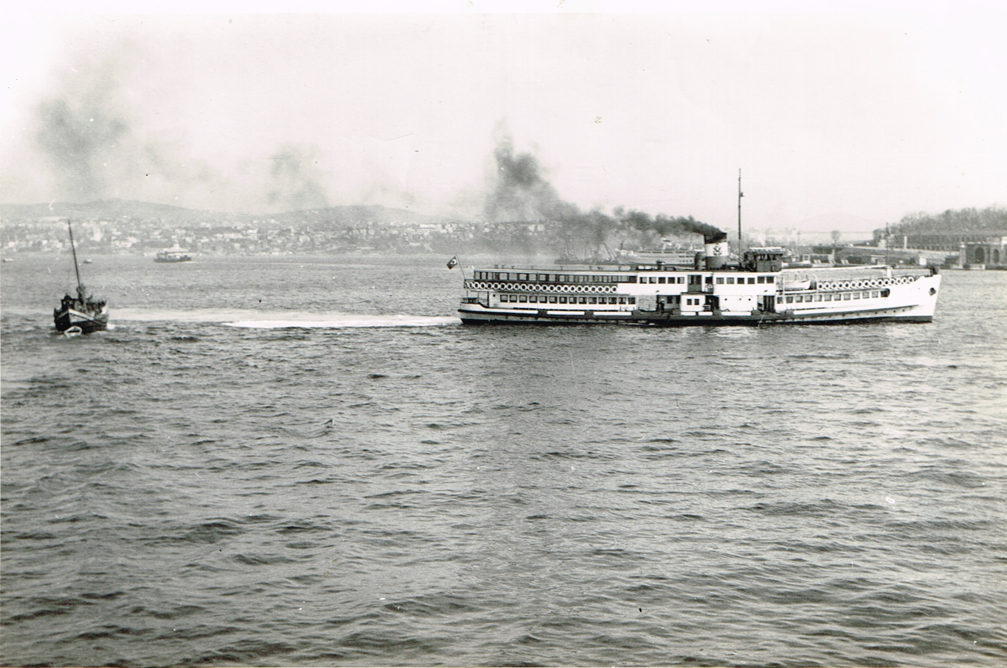 Ferry-Istanbul-1965-12