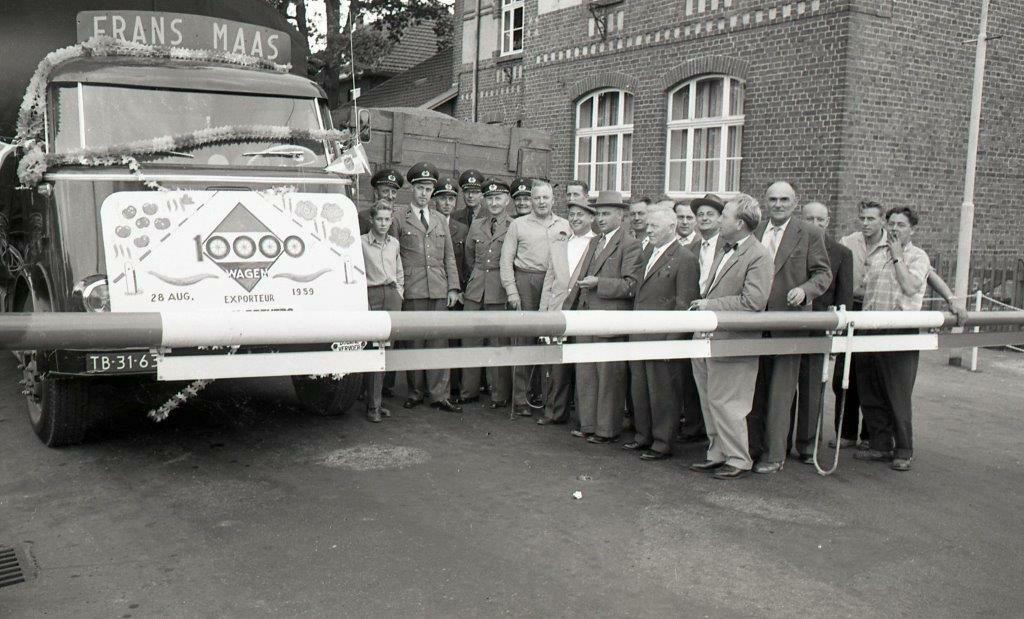 Grensovergang-Venlo---Kaldenkerken-1959-vrachtwagen-Frans-Maas