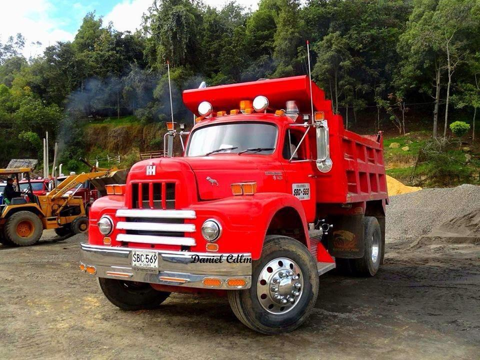 International-R190-dump-truck-from-Colombia