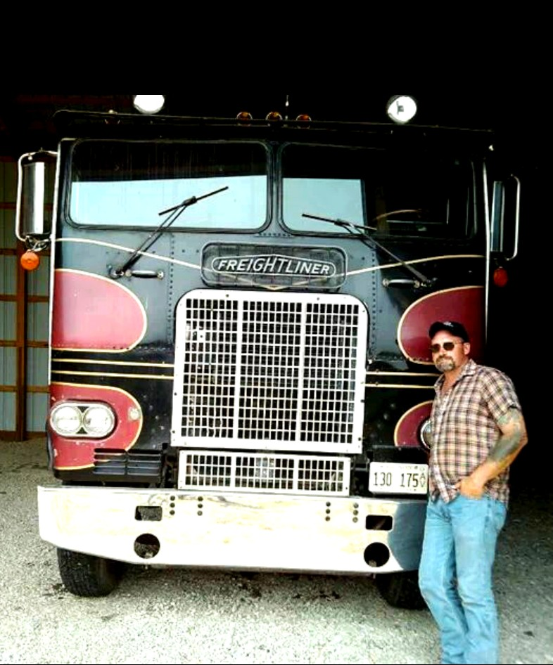 Freightliner-Friday---79-with-an-8V92T-and-a-13-spd-Jim-Schranz