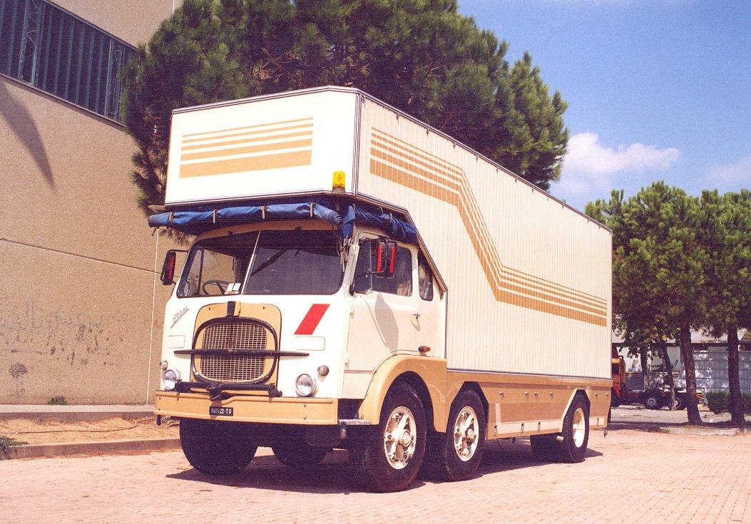FIAT--690-gordijnen-buiten-kant