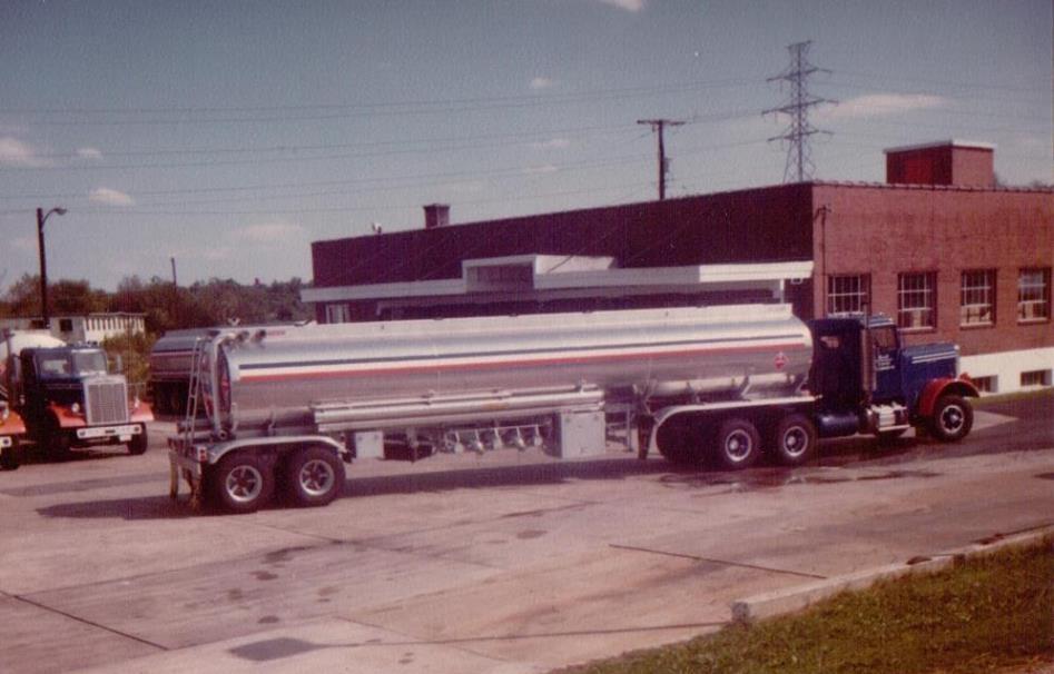 Mark-Hite-Gulf-Poli-Terminal-Rickmond--Freightliner-VT-903-1978-Fruehauf-trailer-1980