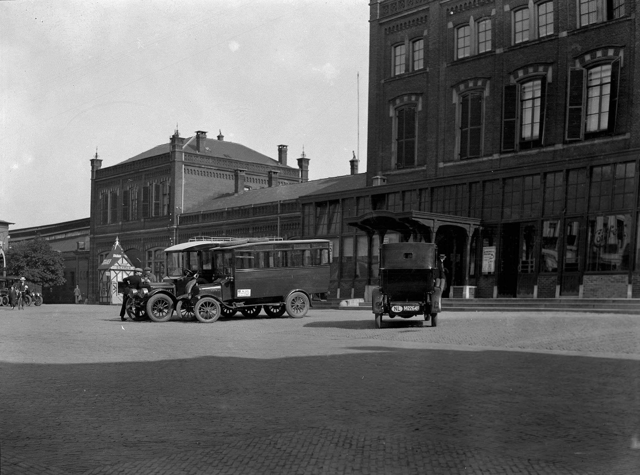 1925-Arnhem-Stationsplein