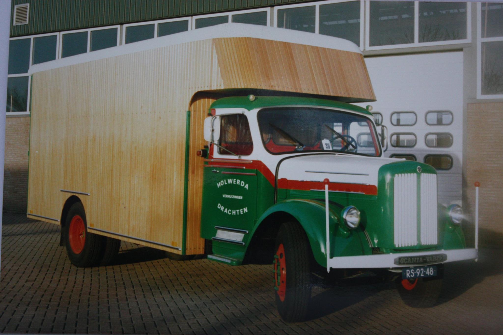 Op-deze-mooi-oude-Scania-is-de-complete-houten-dichte-laadbak-door-mijn-vader-Pieter-Rondaan-vernieuwd-voor-Holwerda-verhuizingen-uit-Drachten-1