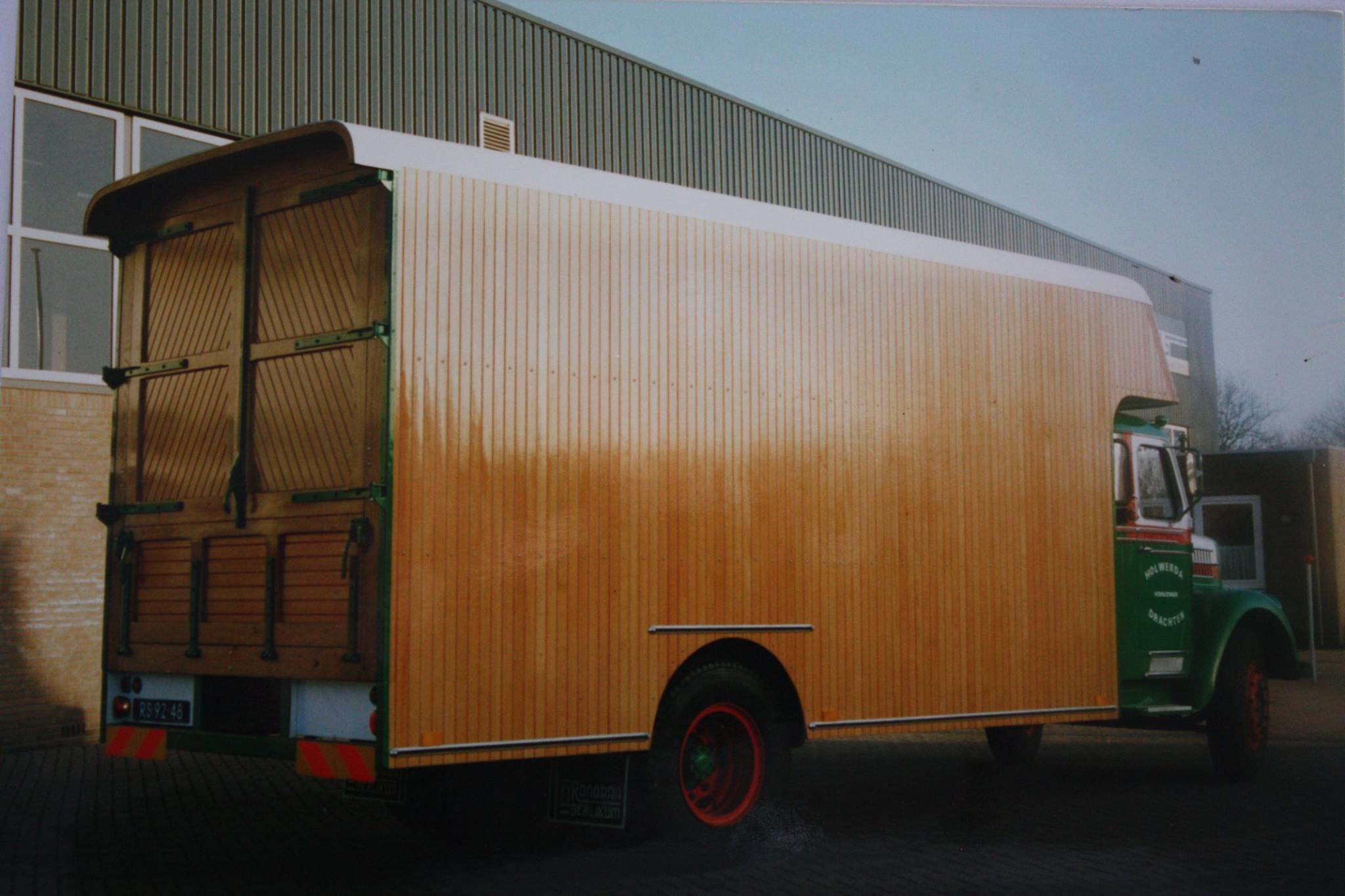 Op-deze-mooi-oude-Scania-is-de-complete-houten-dichte-laadbak-door-mijn-vader-Pieter-Rondaan-vernieuwd-voor-Holwerda-verhuizingen-uit-Drachten-2