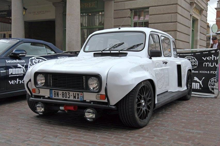 Renault-R-8-onderstel-motor-achterin-1
