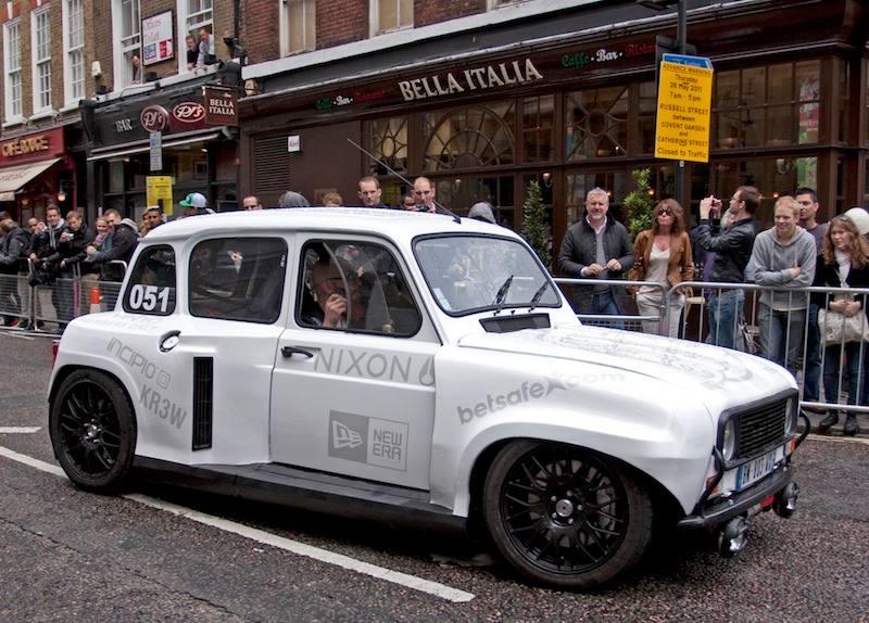 Renault-R-8-onderstel-motor-achterin-2