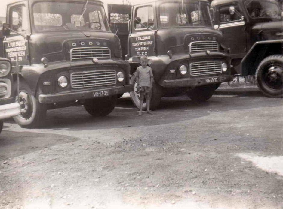 2-X-Dodge-links-VB-17-29-en-rechts-de-VB-69-72-bedrijf-zat-toen-nog-gevestigd-op-de-Axelsstraat-in-Terneuzen