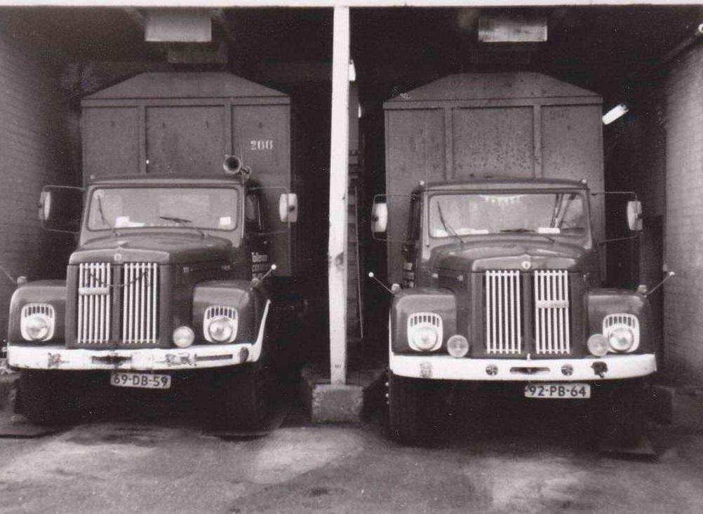 2-X-Scania-Torpedo-links-de-69-DB-59-en-rechts-de-92-PB-64--staan-bij-de-suikerunie-in-Sas-van-Gent-begin-jaren--80