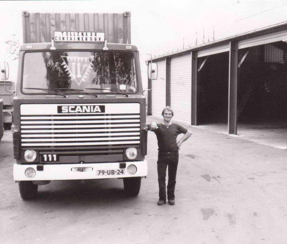 Scania-111--kenteken-79-UB-24--met-chauffeur-Fini-Riemens-met-zijn-nieuwe-auto-op-de-Wulpenbek-in-Terneuzen-in-1983