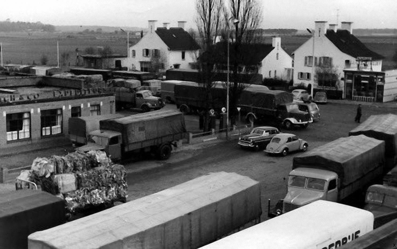 Oude-grensovergang-Keulse-barriere-Venlo--met-nog-het-wisselkantoortje