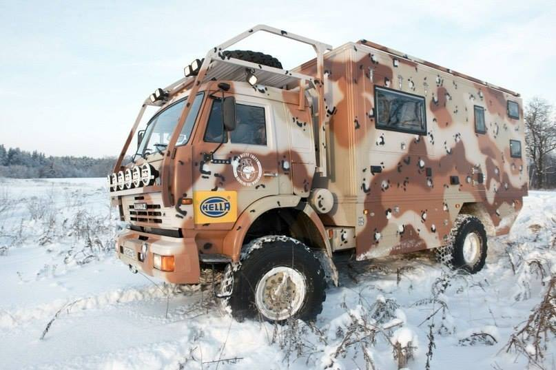 KAMAZ-4x4-Camper-Truck-1