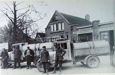 gemeente-garage-met-wagens-van-Hoogervorst-