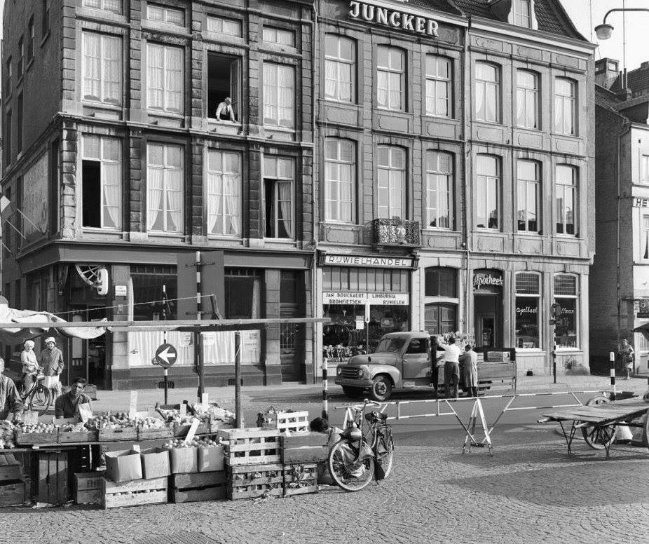 Maastricht-op-de-markt-1962-met-een-hanomag
