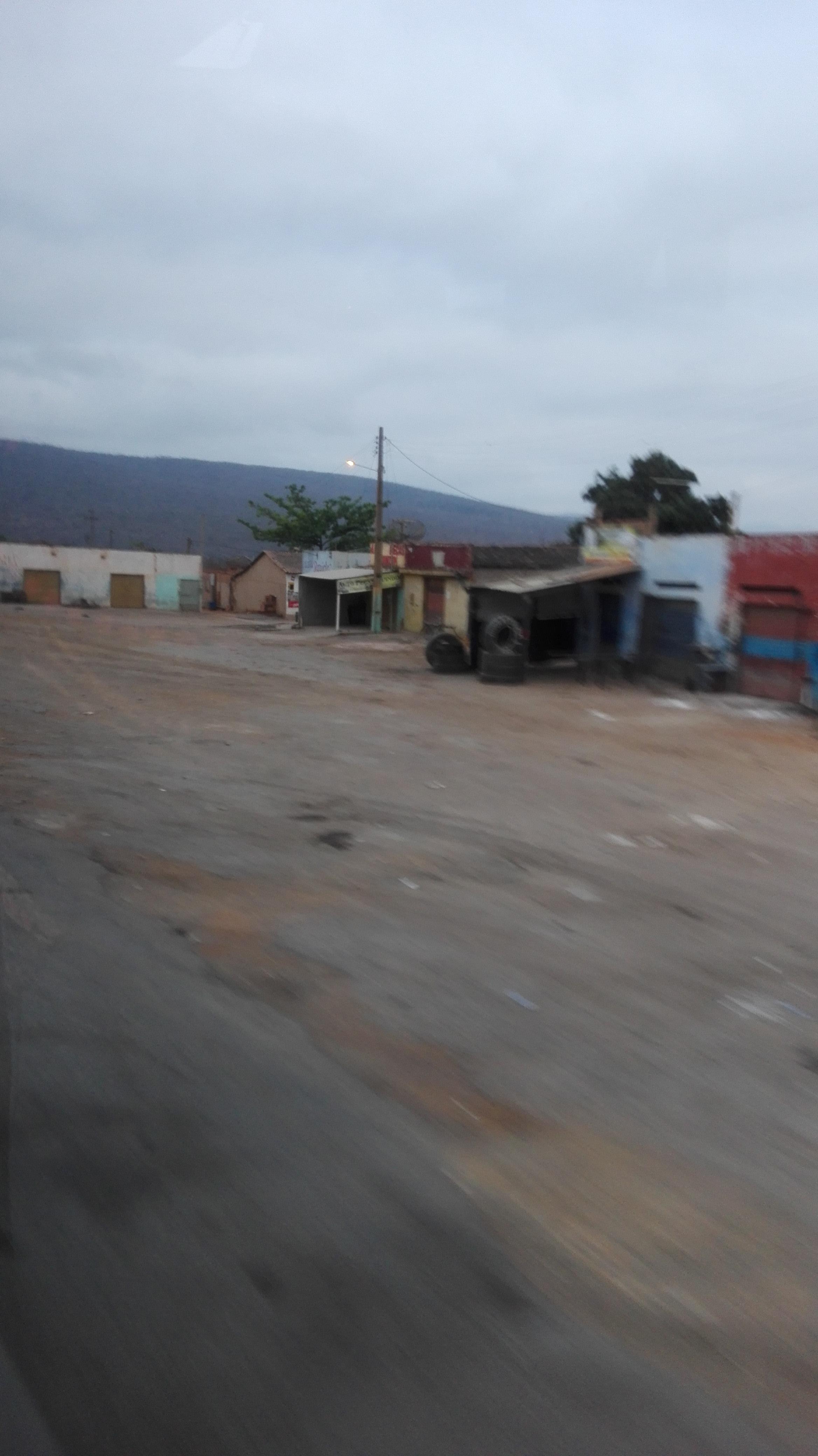 de-eerste-indrukken-op-deze-weg-richting-Ibitiara-14