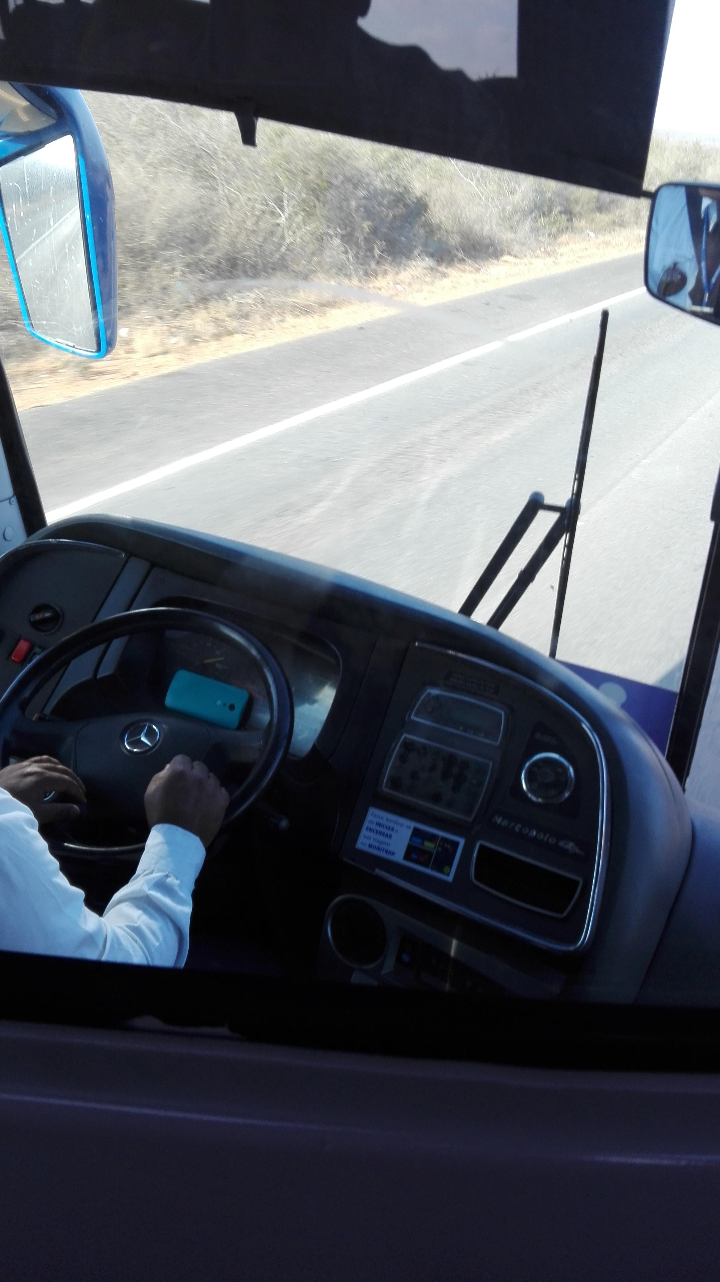 met-de-bus-van-Salvador-naar-Ibitiara--680-Km-2