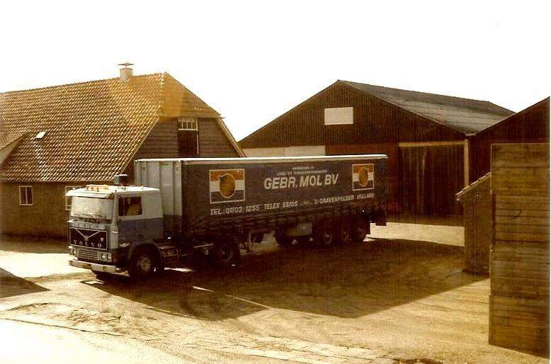 volvo--Vanaf-1957-ook-in-de-Noordoostpolder-Hier-Bant-Oosterringweg-in-1980