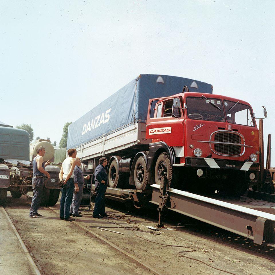 1967-Chiasso--CH--Eerste-trein-Hupac-Fiat-690-T2-Danzas-