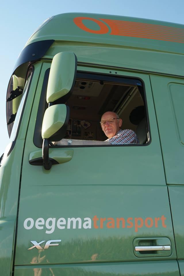 Maandag-12-November-was-Johan-Kremer-jarig.-73-jaar-en-nog-elke-dag-is-Johan-bij-ons-bezig-met-het-halen-brengen-van-trucks--opleggers-naar-dealers-of-verhuur-3