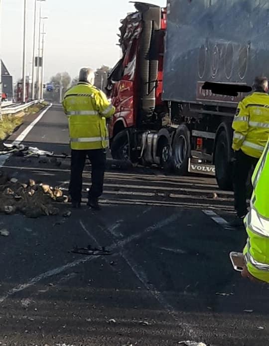 Chauffeur-werd-gehinderd-door-luxewagen-die-in-de-vanrail-terecht-kwam-15-11-2018--2