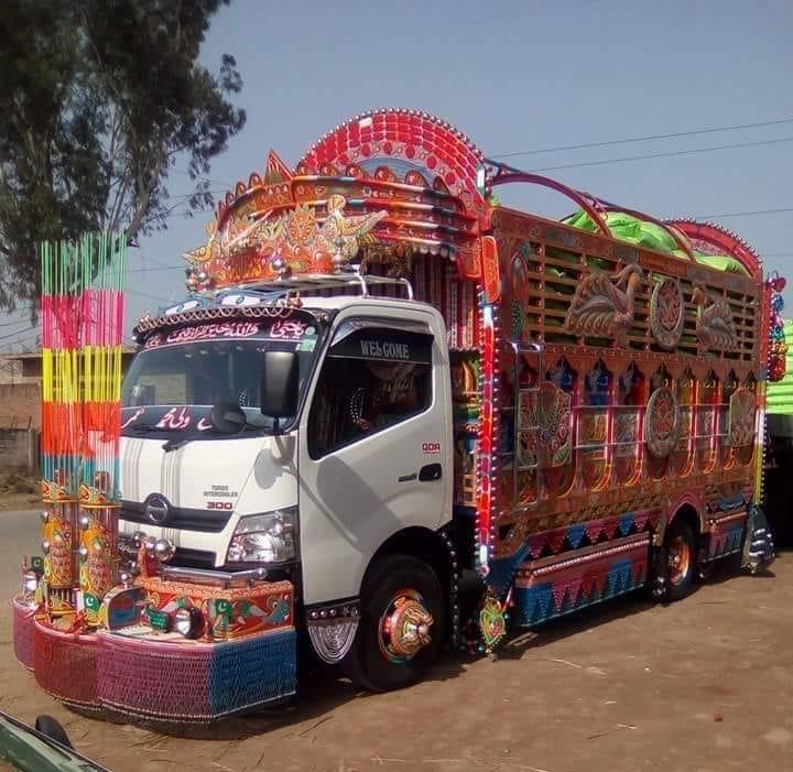 Hino-300-Mini-truck-
