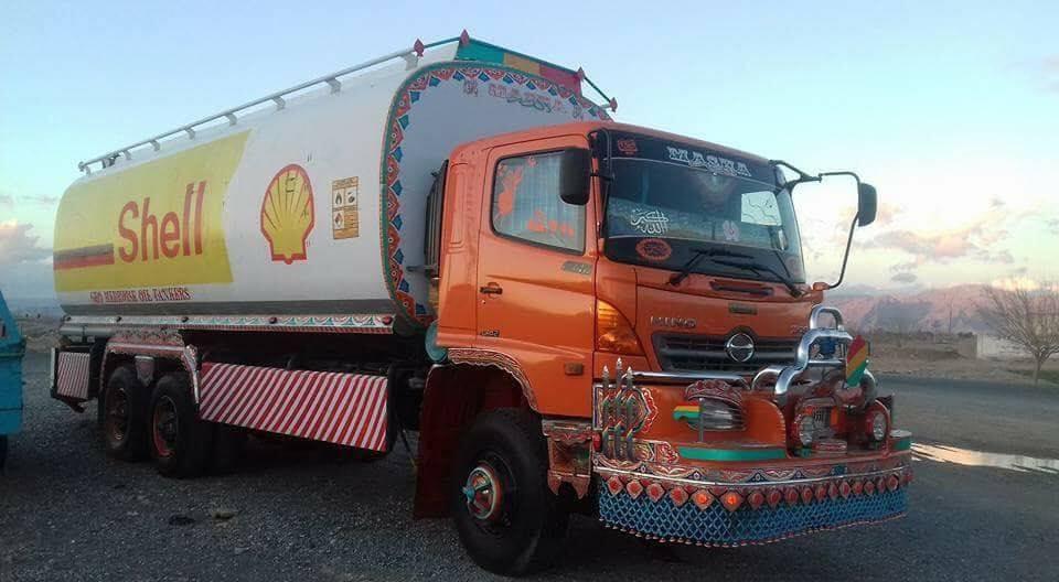 Hino-Tanker-