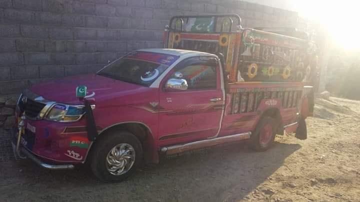 Toyota-Hilux-2-4-D--2