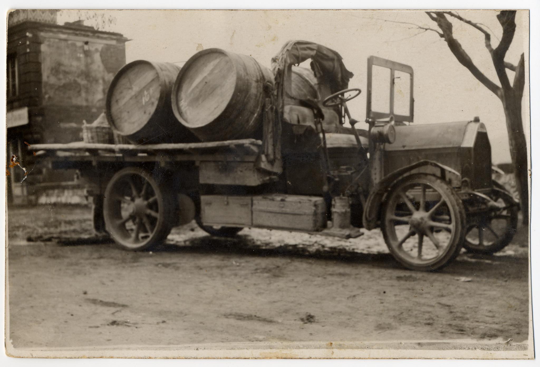 Fiat-18-BL--ik-geloof-jaar-191920.-rijden-mijn-opa-gabriello-bracalli--die-de-eerste-truck-in-1919-kocht-door-het-leger-dat-de-restanten-van-de-oorlog-verkocht-net-klaar