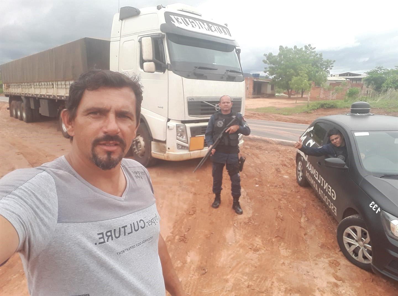 Cristian-met-een-speciale-lading-en-onder-bewaking