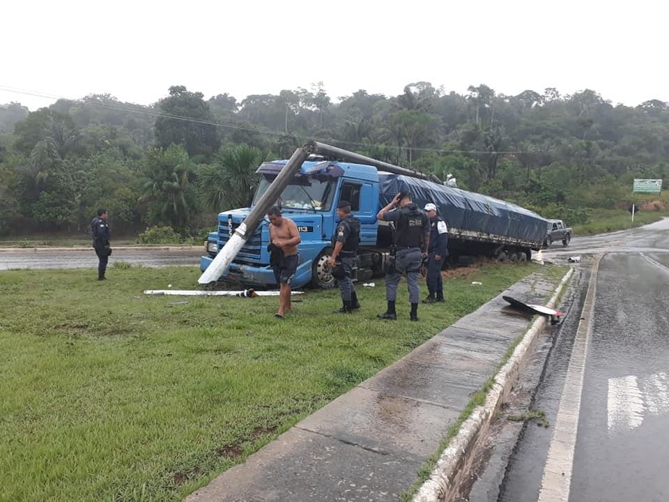 29-11-208-Boa-Vista-br174-Presidente--Figueredo-noorden-van-Amazone---1