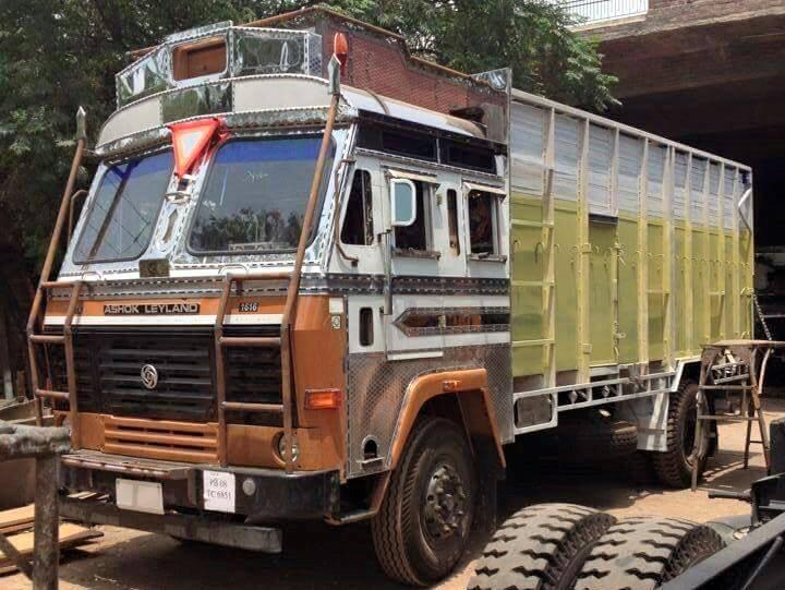 Ashok-Leyland--6