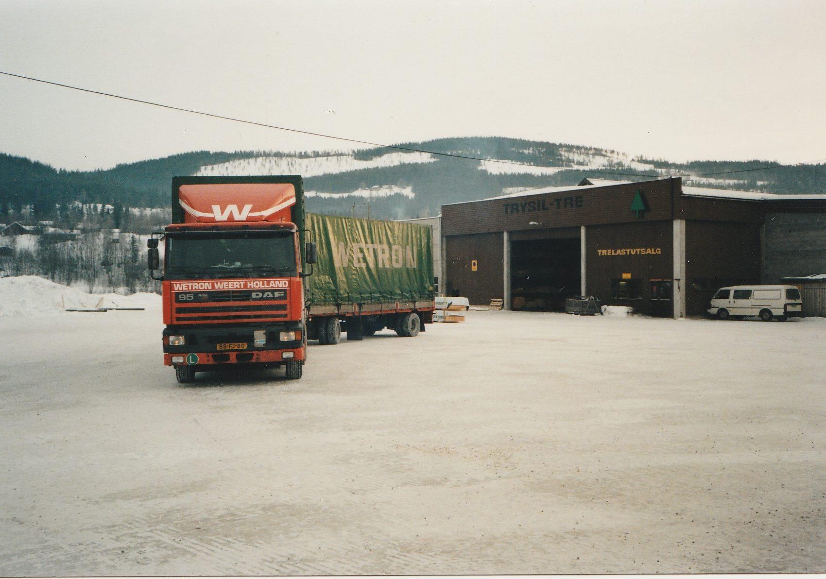 Hans-Anthonise--Een-Italie-ganger-verdwaald-in-Trysil-Noorwegen.-Tussen-Hamar-en-Trysil--23-graden-celcius--Hout-geladen-voor-Nederland--Midden-in-een-wintersportgebied--bij-de-skiliften6
