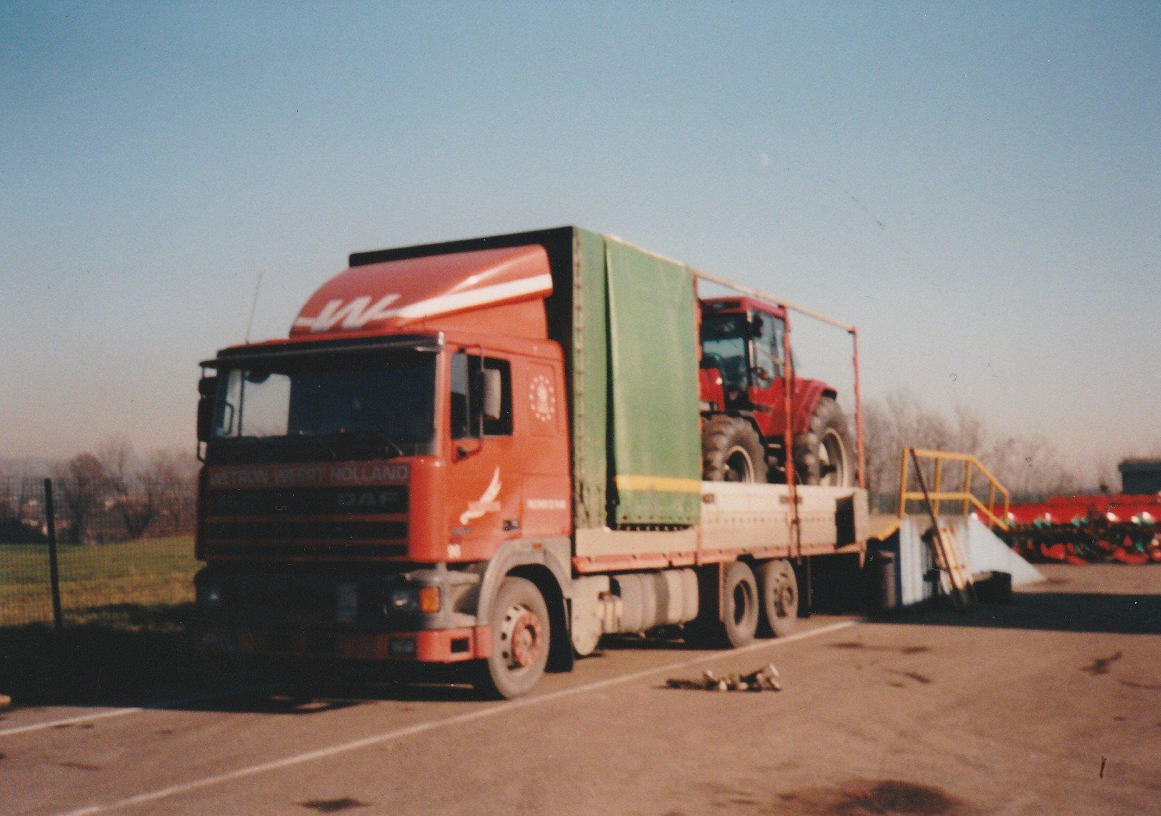 Hans-Anthonise--Tractoren-geladen-in-Le-Havre-Frankrijk-om-te-lossen-in-Italie--Tanken-en-eten-in-Nantua-plus-een-fotomomentje--1