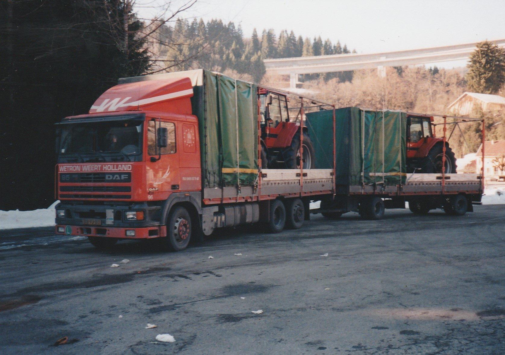 Hans-Anthonise--Tractoren-geladen-in-Le-Havre-Frankrijk-om-te-lossen-in-Italie--Tanken-en-eten-in-Nantua-plus-een-fotomomentje--2