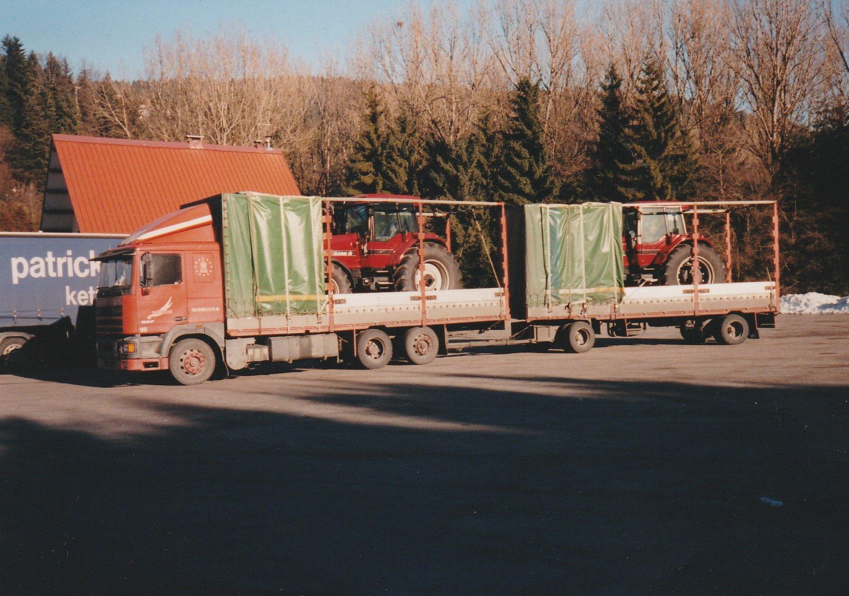 Hans-Anthonise--Tractoren-geladen-in-Le-Havre-Frankrijk-om-te-lossen-in-Italie--Tanken-en-eten-in-Nantua-plus-een-fotomomentje--3