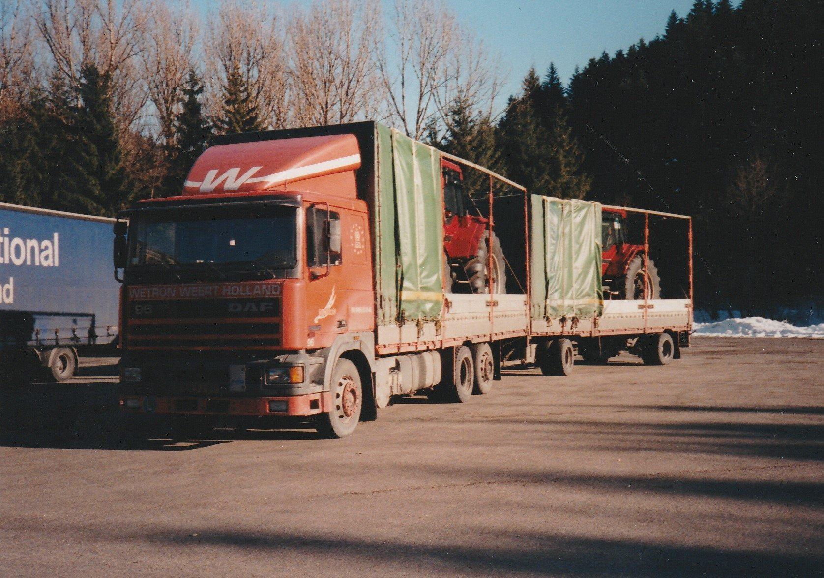 Hans-Anthonise--Tractoren-geladen-in-Le-Havre-Frankrijk-om-te-lossen-in-Italie--Tanken-en-eten-in-Nantua-plus-een-fotomomentje--4
