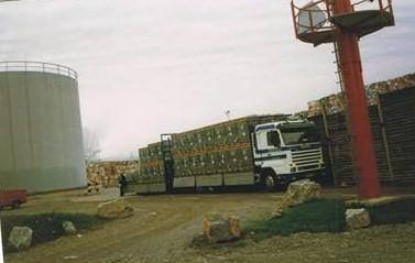 isolatie-materiaal-lossen-op-papierfabriek