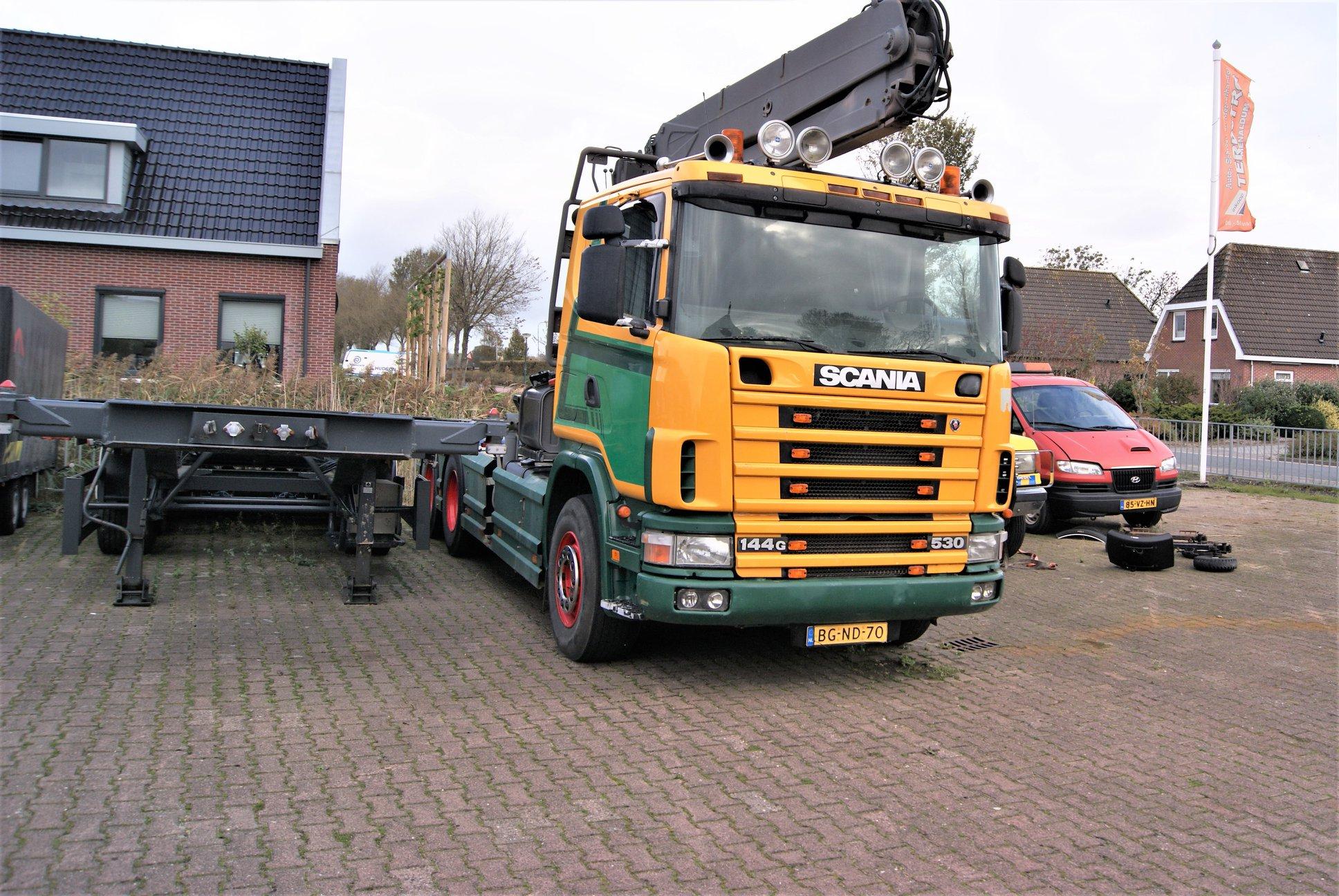 Scania-trekker144-G-530-pk-met-bomen-laadkraan-van-1998-is-van-L-Terpstra-uit-Menaldum-1