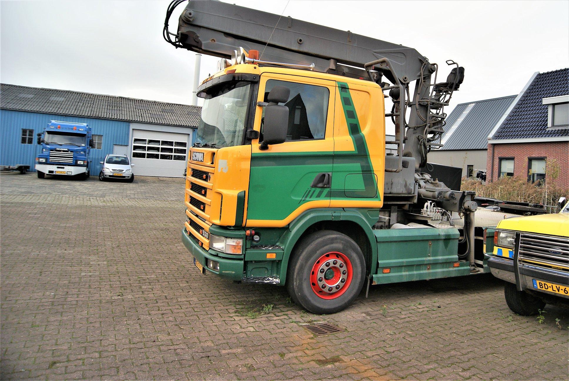 Scania-trekker144-G-530-pk-met-bomen-laadkraan-van-1998-is-van-L-Terpstra-uit-Menaldum-2