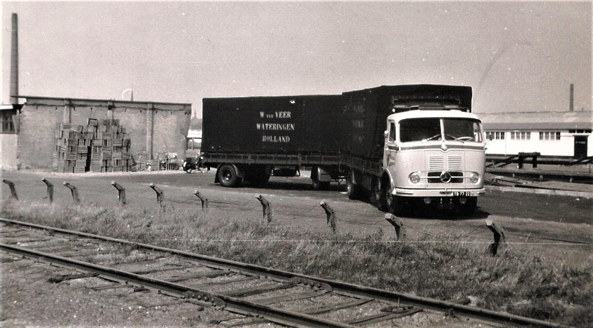 TB-77-22---met-W-ter-Veer-hanger