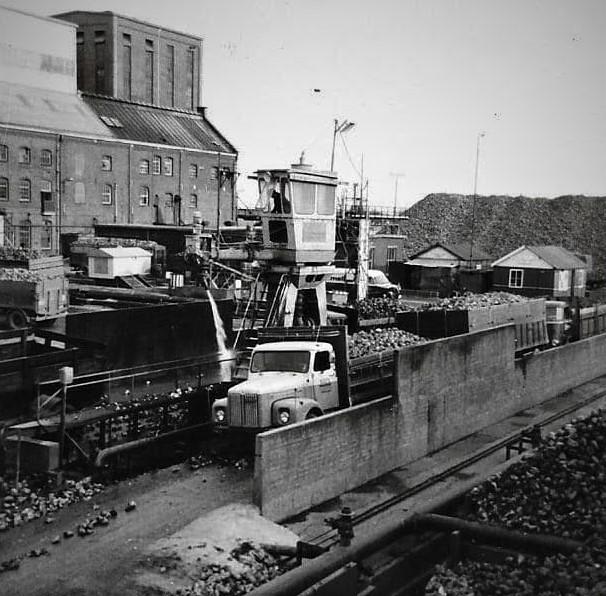 Scania-torpedo-1971-bietencampagne-Halfweg-chauffeur-Piet-Schouten-