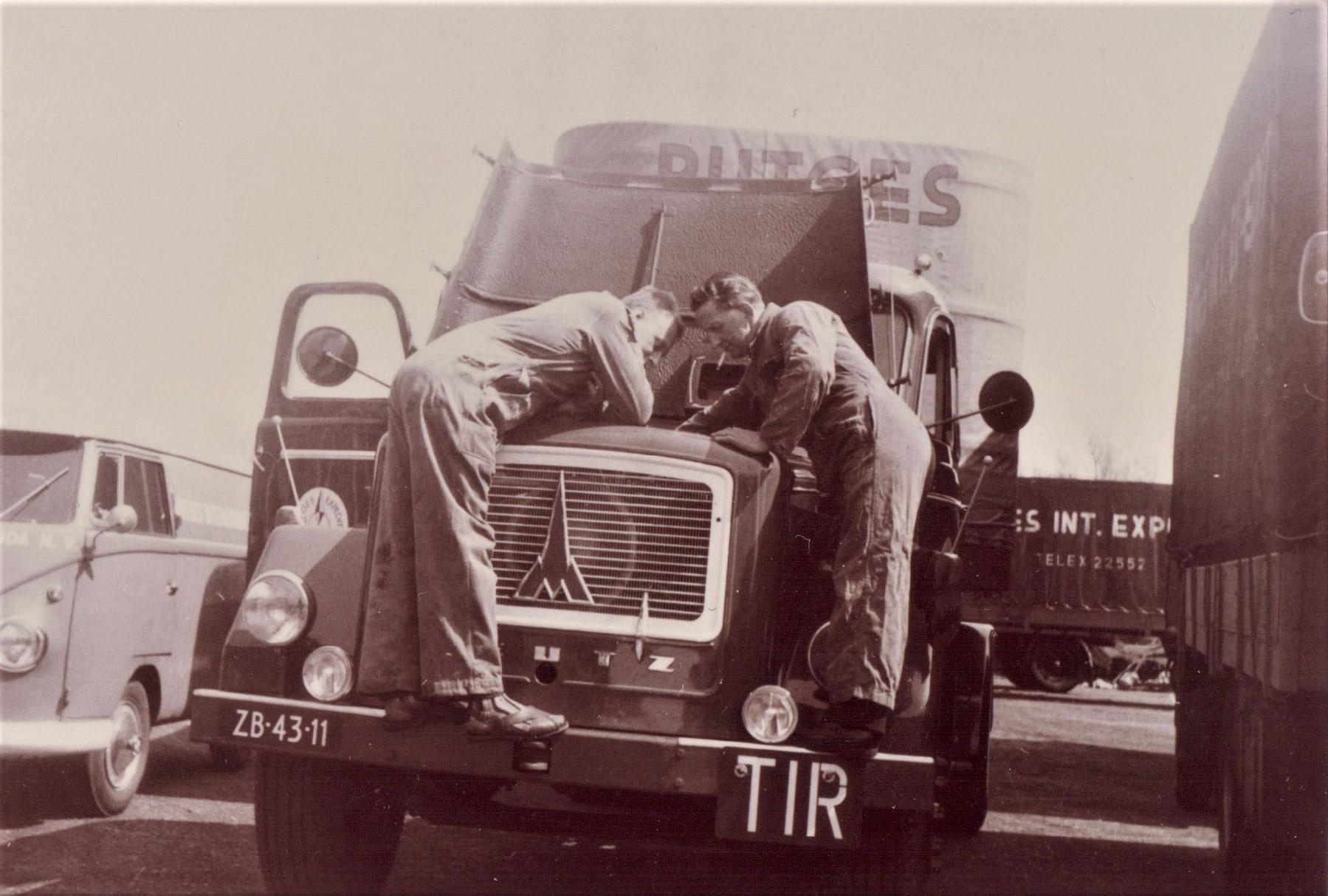 Jan-Houtman-Foto-van-mijn-oom-was-chauffeur-bij-Rutges-in-Gouda-en-ik-was-bijrijder-van-1964-66--3