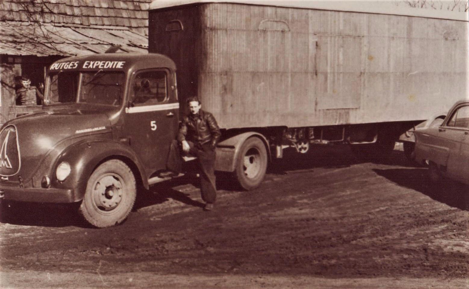 Jan-Houtman-Foto-van-mijn-oom-was-chauffeur-bij-Rutges-in-Gouda-en-ik-was-bijrijder-van-1964-66--6