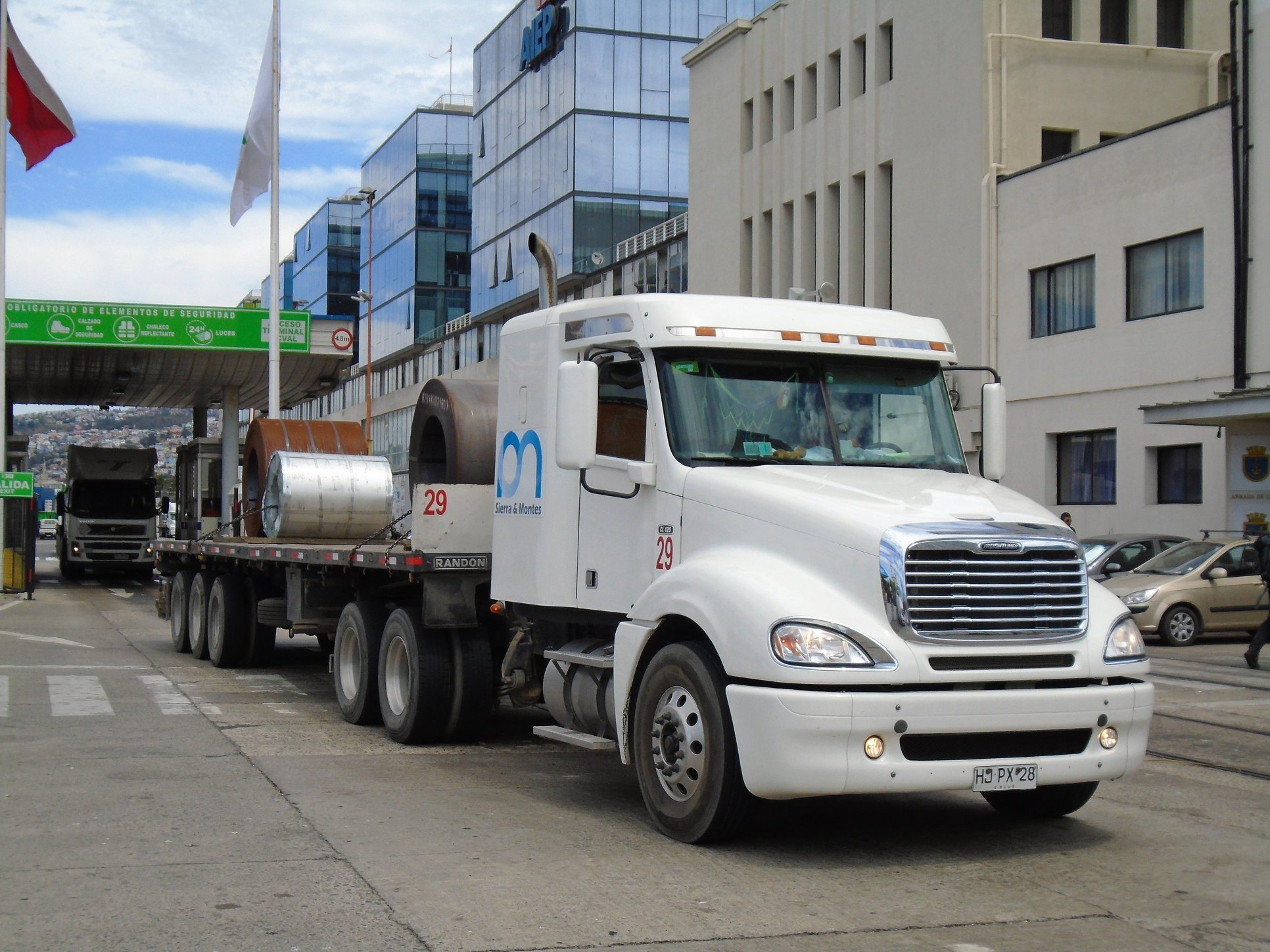 FREIGHTLINER-COLUMBIA-CL-120-ISX-Mid-Roof-6X4-TRACTOR--no-29--2015--t-sierra--montes