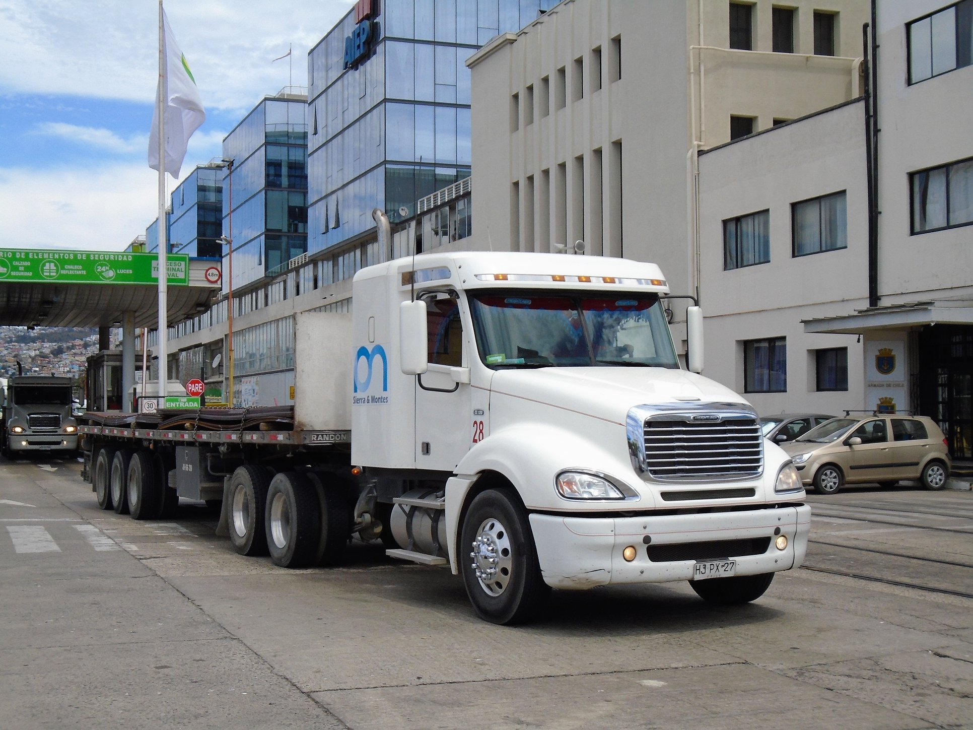 FREIGHTLINER-COLUMBIA-CL-120-ISX-Mid-Roof-6X4-TRACTOR-No-28--2015-t-sierra--montes