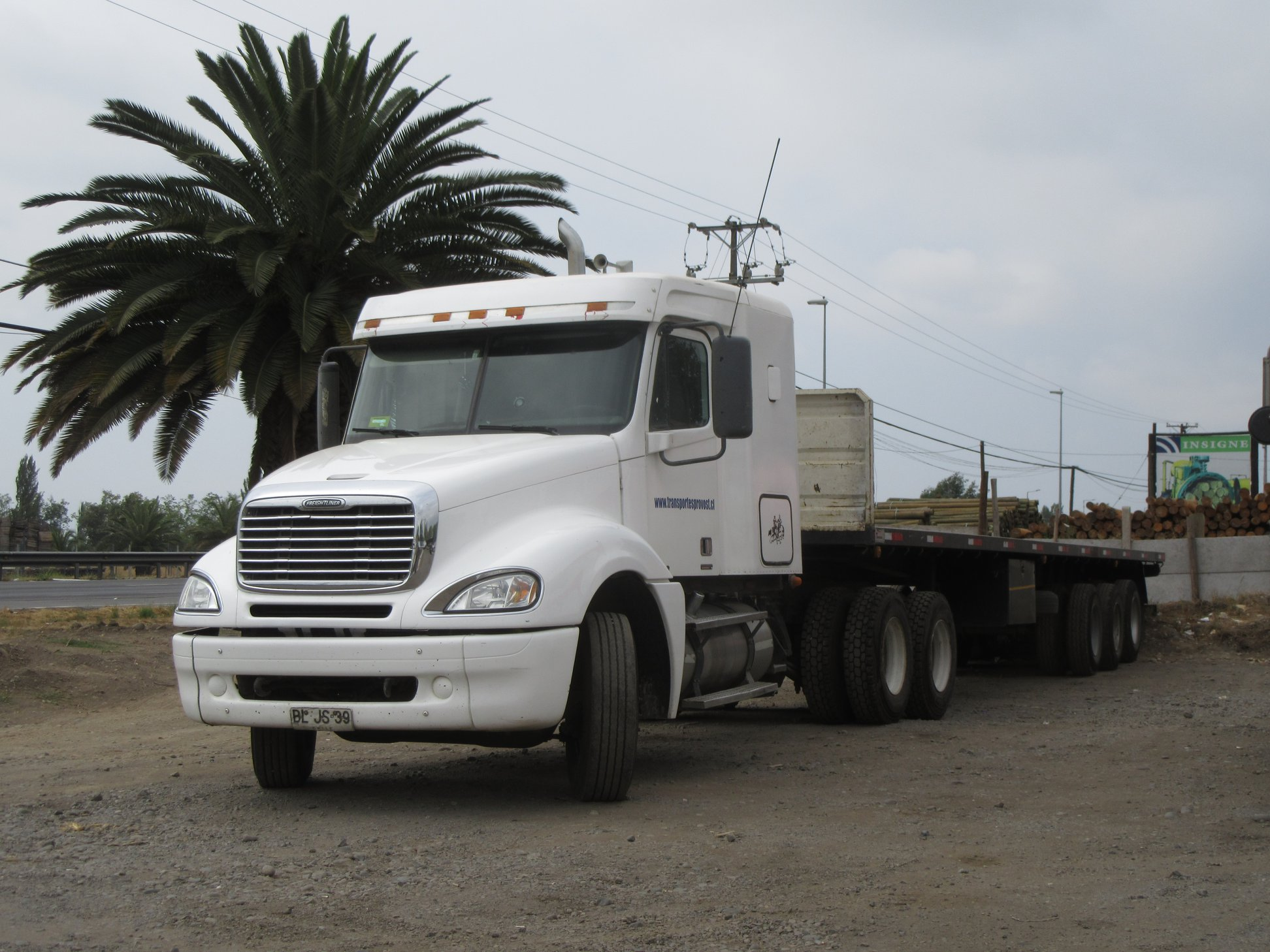 FREIGHTLINER-COLUMBIA-CL-120-MBE-6X4-TRACTOR--2008