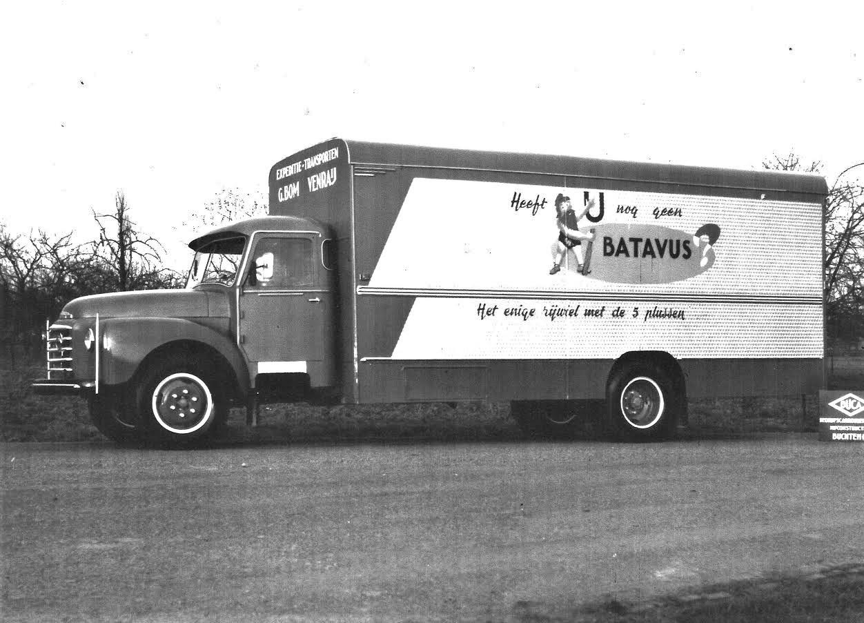 Volvo-Wiel-Pelzer-chauffeur--ca-1964--