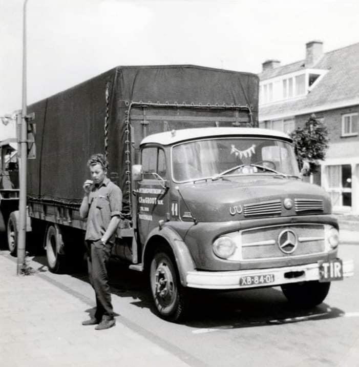 Dick-Donath---Ben-ik-annemoneweg-Wassenaar-met-een-zuiverings-installatie-voor-de-Frankfurt-er-messe