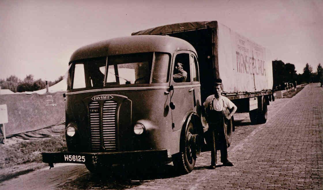 Panhard-Jasper-Brandt-en-Cris-Houtman-eind-jaren-40
